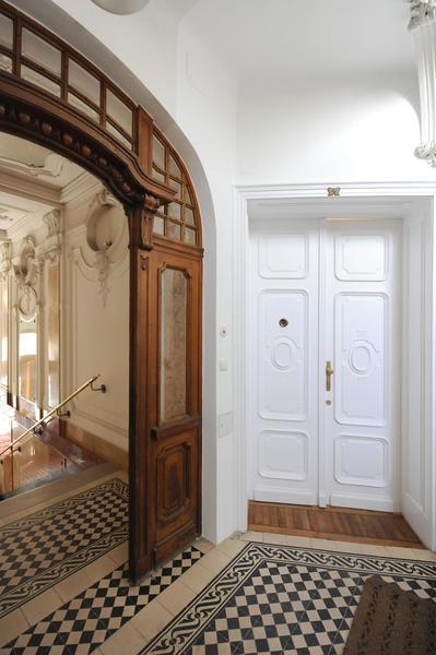 Topsanierte 4 Zimmer Altbauwohnung in Althietzing