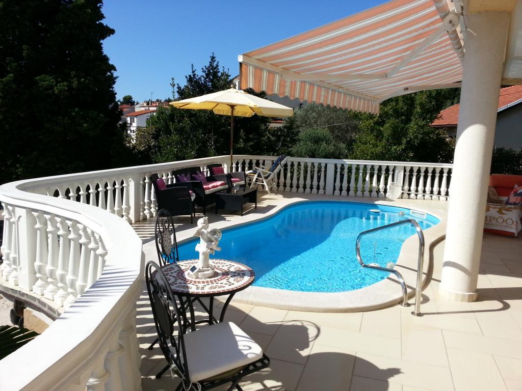 INNENANSICHTEN - Terrasse und Swimmingpool