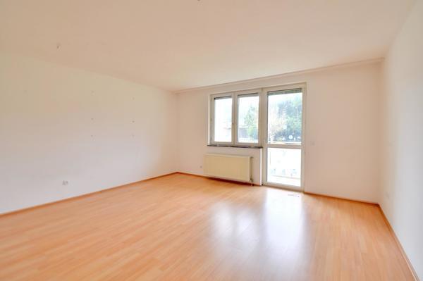 INNENANSICHTEN - Wohnzimmer/Balkon