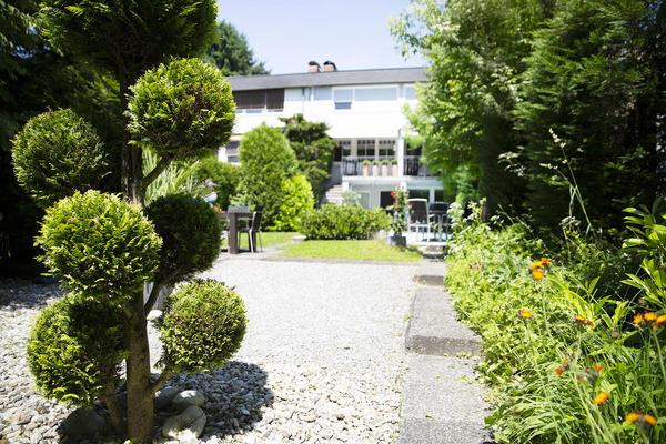 AUSSENANSICHTEN - Ansicht Haus vom Garten