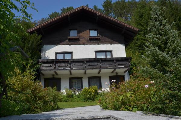 AUSSENANSICHTEN - Haus Straßenansicht