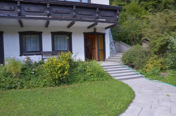 AUSSENANSICHTEN - Aufgang zum Haus