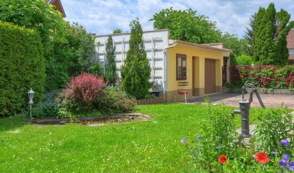 AUSSENANSICHTEN - Vorgarten_mit_Garage1.jpg