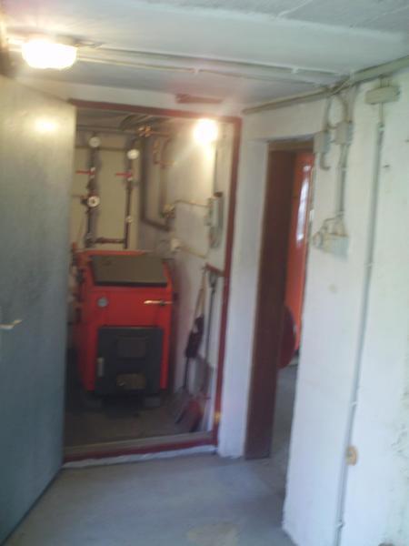 INNENANSICHTEN - Heizraum mit Flüssiggas + Festbrennstoffe extra Lagerräume für Holz o. Kohle