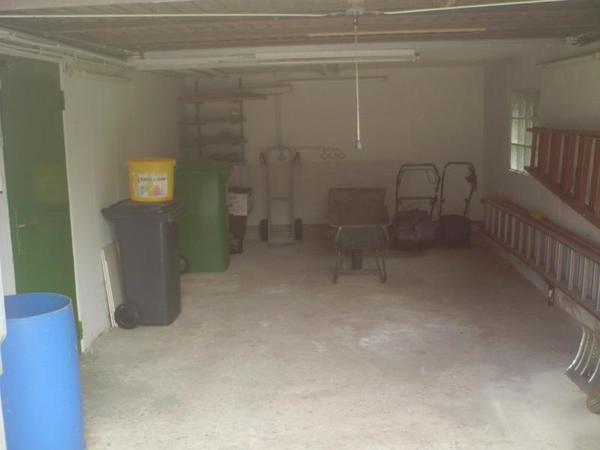 INNENANSICHTEN - Garage mit Zugang zur Werkstatt