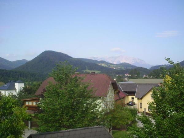 AUSSENANSICHTEN - Aussicht vom Dachboden auf den Schneeberg