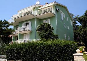 K1064 Apartmenthaus mit 58 Betten beste lage in Crikvenica