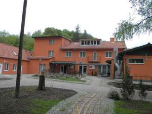 Hotel mit Restaurant & Festsaal im Top Zustand