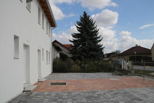 Erstbezug! HELLE Niedrigenergie-Doppelhaushälfte mit Eigengarten