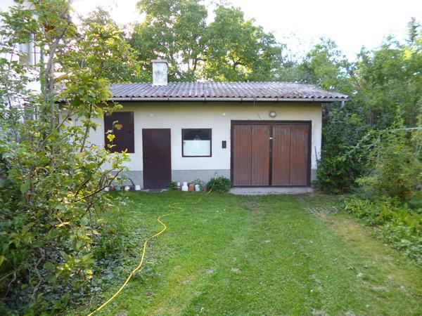 AUSSENANSICHTEN - Gartenhaus mit Garage.JPG