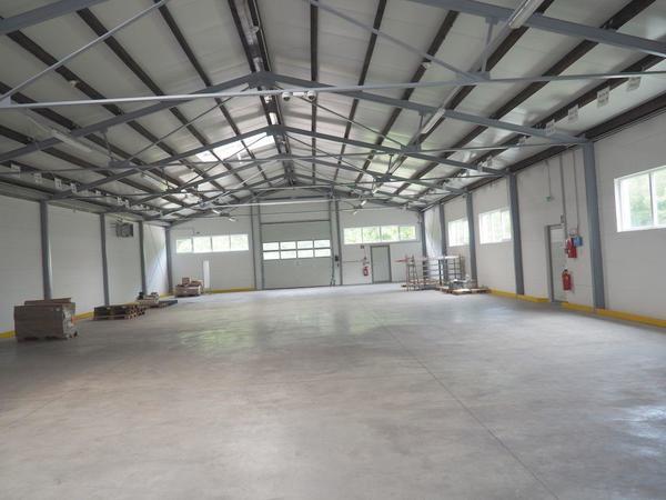 Hervorragende Lage von Büro samt Lagerhallen, Nähe Flughafen Schwechat!