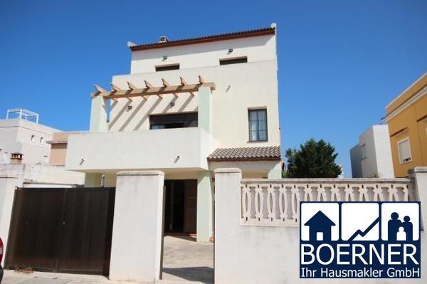 Ideales Eigenheim für eine große Familie, 6 Schlafzimmer, 3 Bäder, separate W...