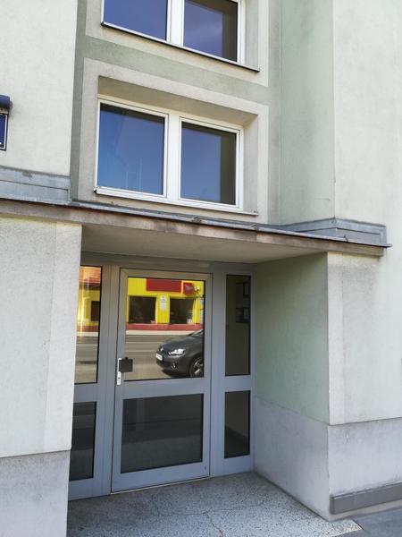 Wunderschöne 2 Zimmer Wohnung mit Loggia Nähe SCS