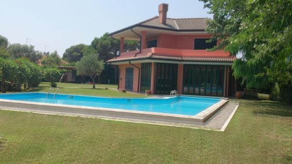 Strandhaus in Albarella mit viel Garten und Meerblick