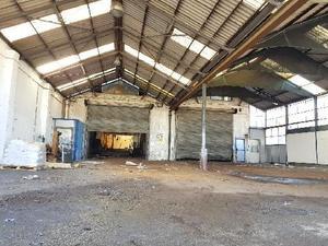 Große Halle für verschiedene Werkstätten zu Vermieten