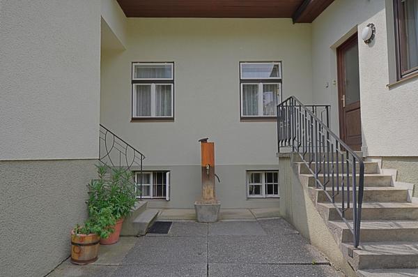 AUSSENANSICHTEN - Eingang