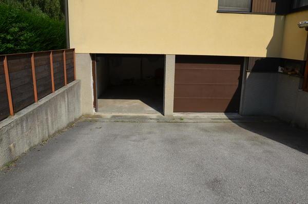 AUSSENANSICHTEN - Garage mit elektr.Tor