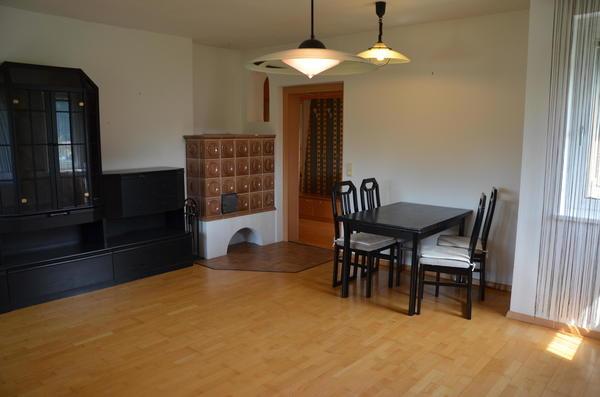 INNENANSICHTEN - Wohnzimmer mit Kachelofen