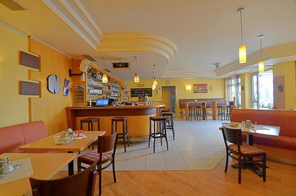 INNENANSICHTEN - Gastraum mit Bar
