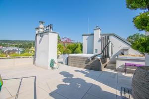 Neuwertig - 220m² Terrassenflächen - 2 KFZ Stellplätze
