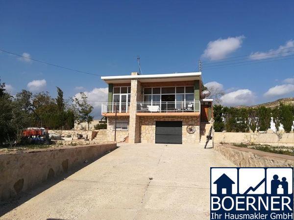Villa auf grosszügigem Grundstück mit Swimmingpool im Raum Busot