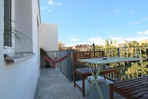 Terrassenwohnung mit 3 getrennt begehbaren Zimmern und Blick ins Grüne