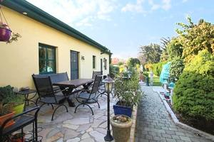 Einfamilienhaus mit wunderschönem 755qm großen Grundstück mit Schwimmbad in R...