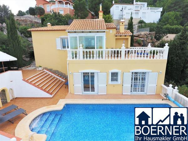 Sehr privat gelegene Villa mit 2 Schlafzimmern und herrlicher Meersicht in de...