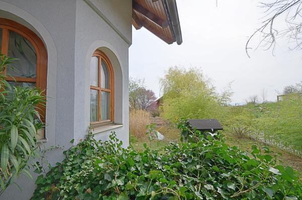 AUSSENANSICHTEN - Blick_von_Terrasse_in_Garten