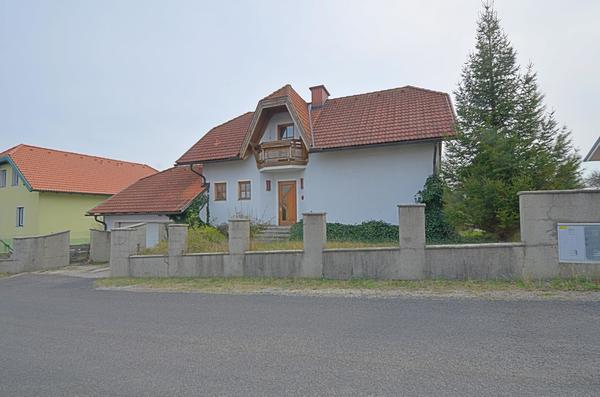 AUSSENANSICHTEN - Strassenansicht1