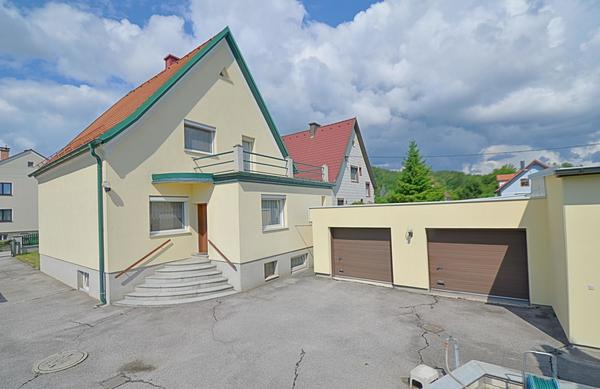 AUSSENANSICHTEN - Haus_mit_Garagen