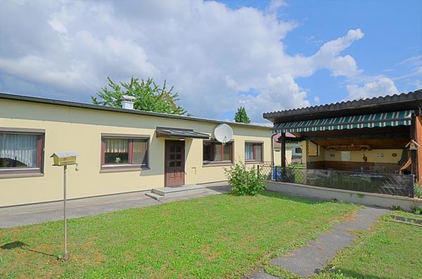 AUSSENANSICHTEN - kleines_Haus_mit_Pergola