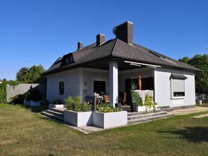 NEUER PREIS! Mehrfamilienvilla mit Indoorpool, Wohnkeller und Einliegerwohnung