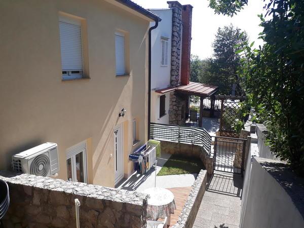 Pole Position an der Adria : Insel Krk-Ferienhaus in unmittelbarer Strandnähe