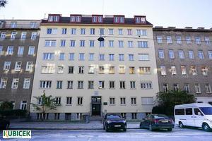 Erstbezug nach Sanierung: Sonnige 3 Zimmer Wohnung in Top Lage