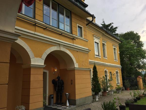 Gemütliche zwei Zimmer Wohnung im Schloss