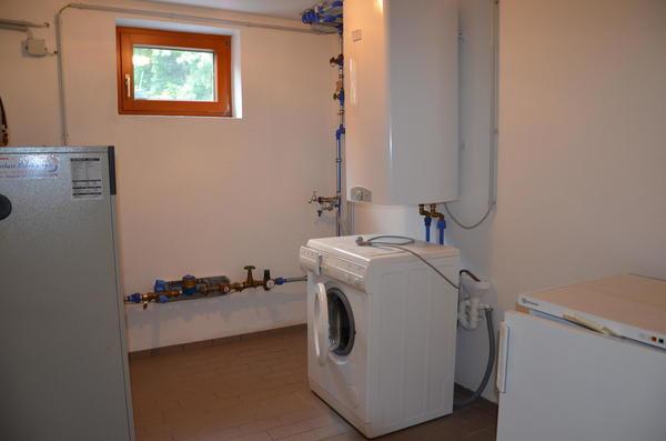 INNENANSICHTEN - Keller - Technikraum + Waschmaschine